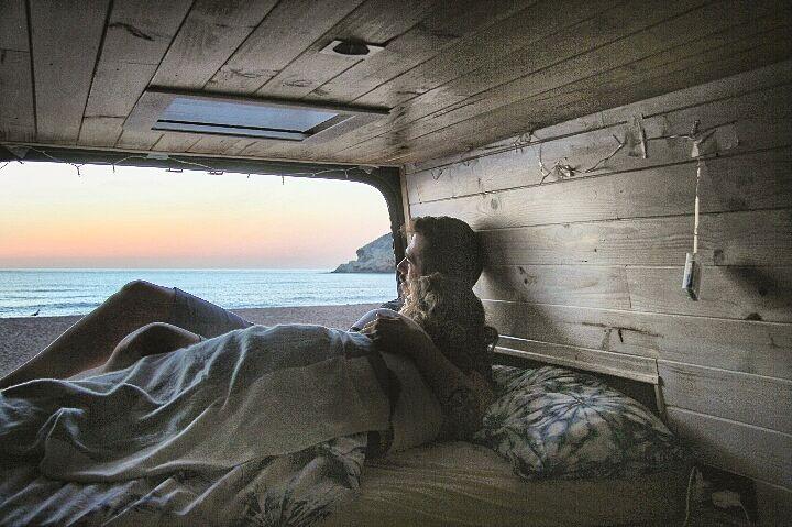foto de una furgoneta camperizada