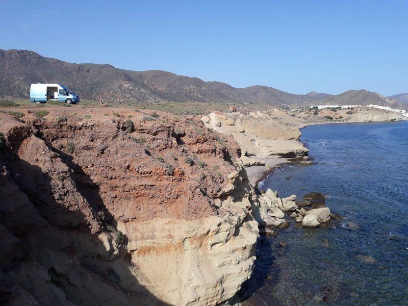 furgoneta camper en el mar vistas